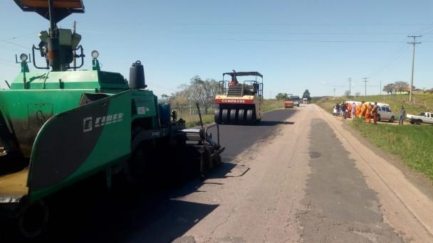 A foto mostra diversos equipamentos realizados para o trabalho na rodovia.